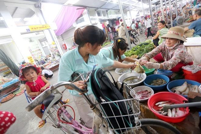 Mức lương và đời sống công nhân: Không làm thêm thì đói!