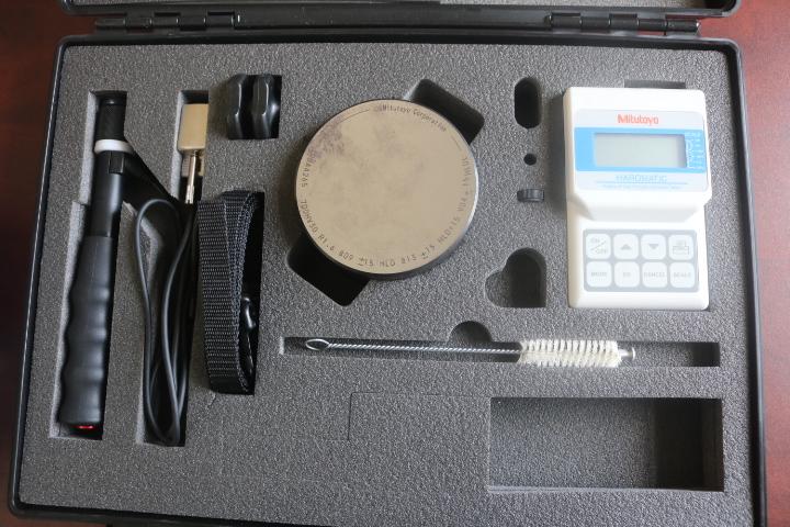 Máy đo độ cứng cầm tay  HH-411 MITUTOYO