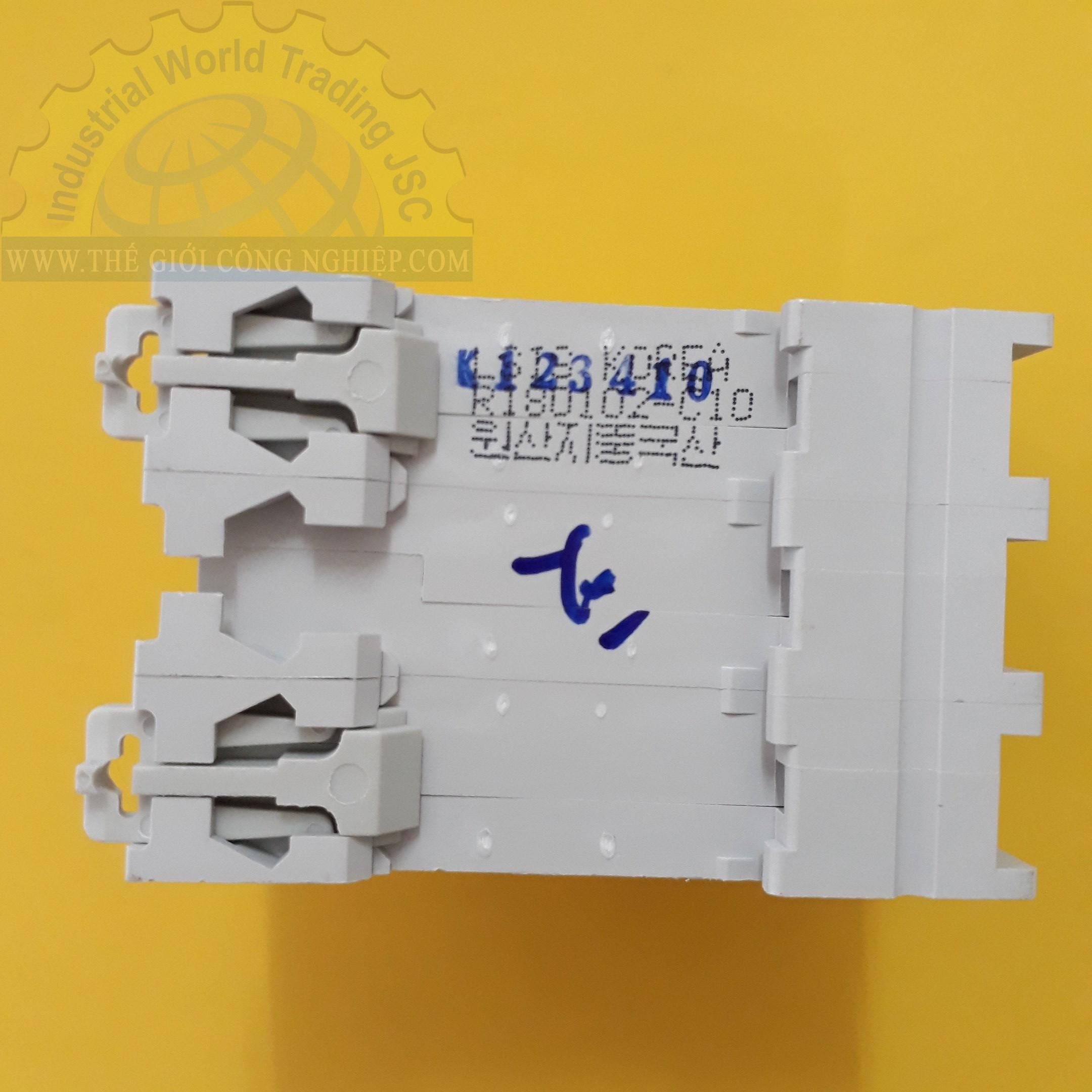 MCB ( gắn trên ray ) loại 3 cực cB tép 3 pha BKN 3P-10A LS