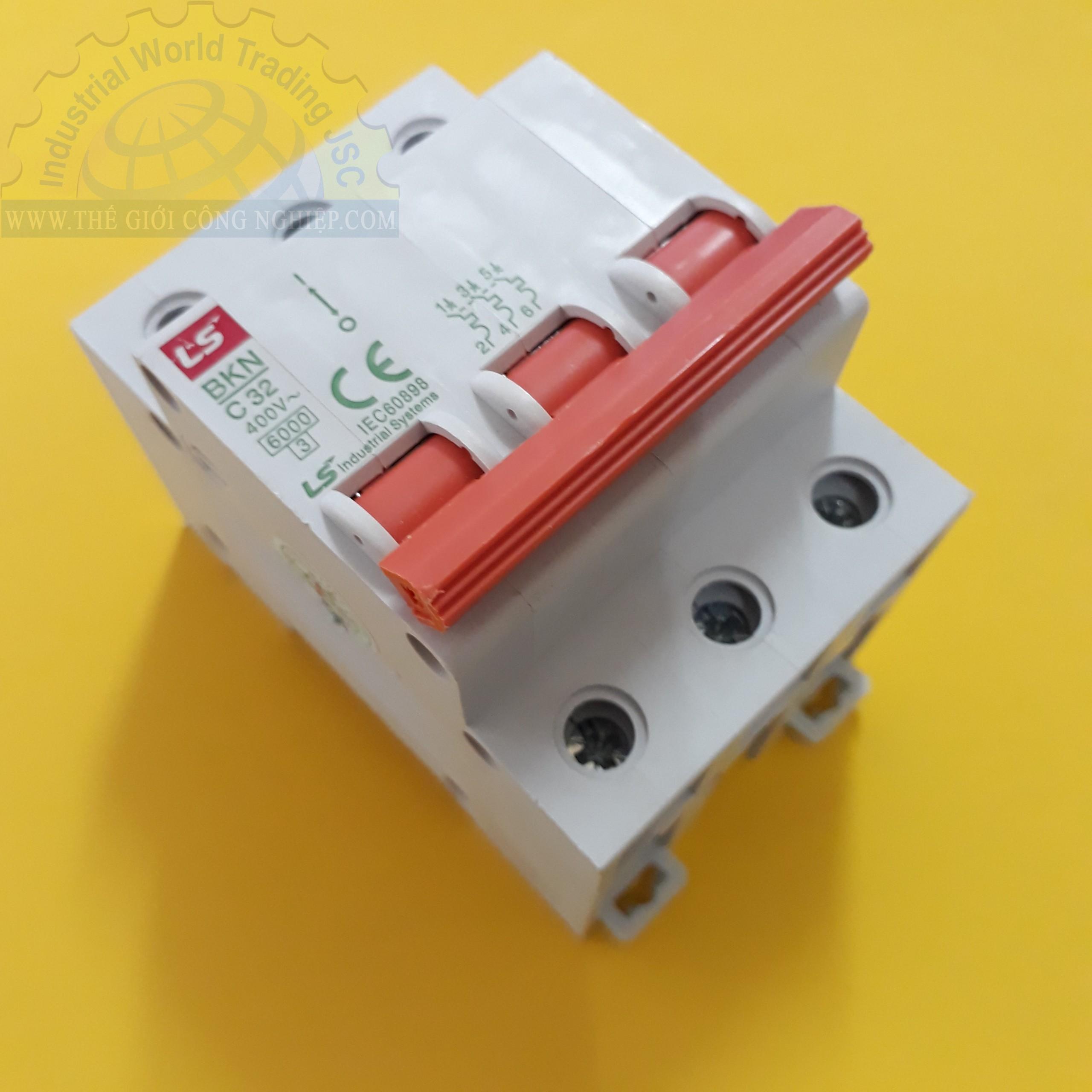 MCB ( gắn trên ray ) loại 3 cực cB tép 3 pha BKN 3P-32A LS
