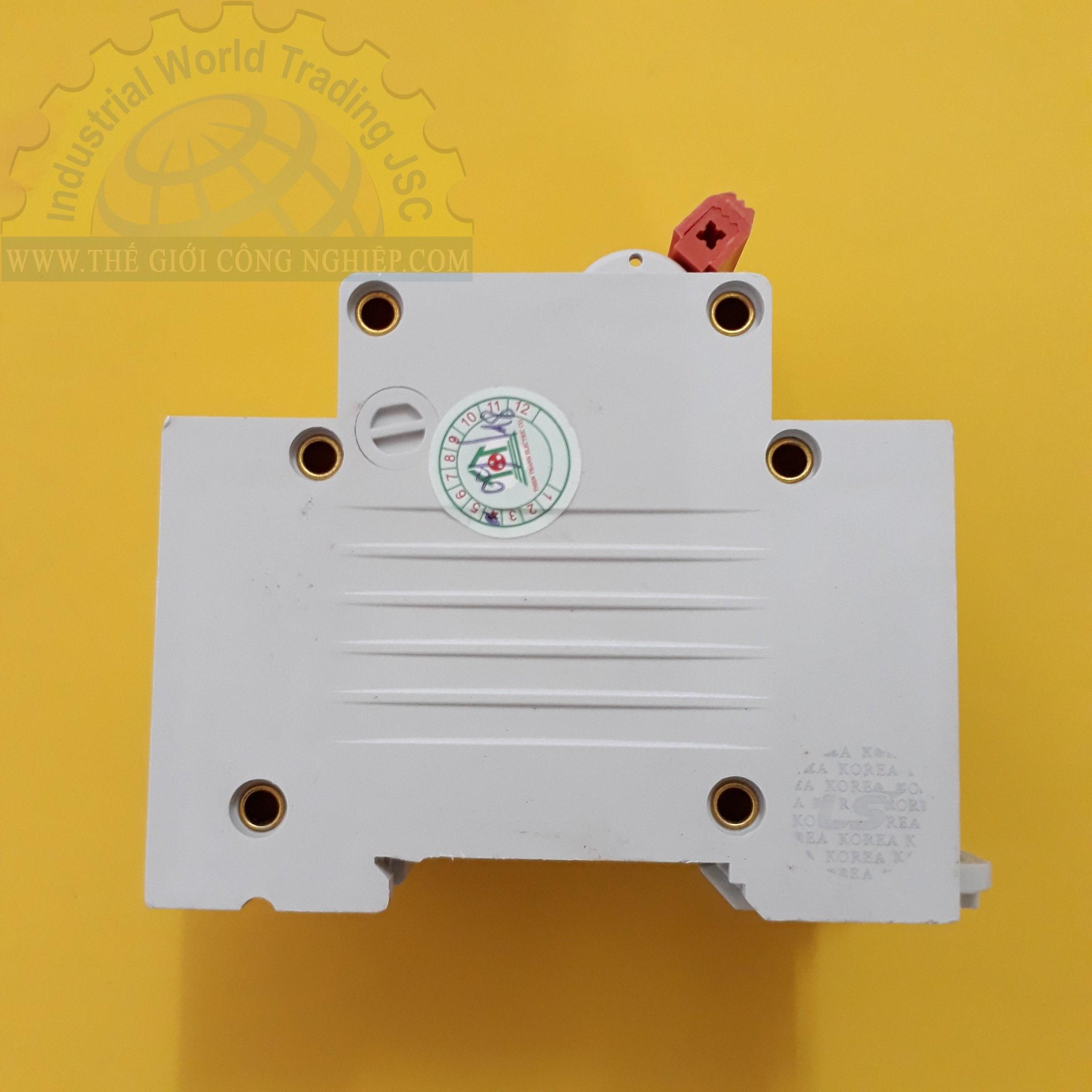 MCB ( gắn trên ray ) loại 4 cực cB tép 4 pha BKN 4P-32A LS