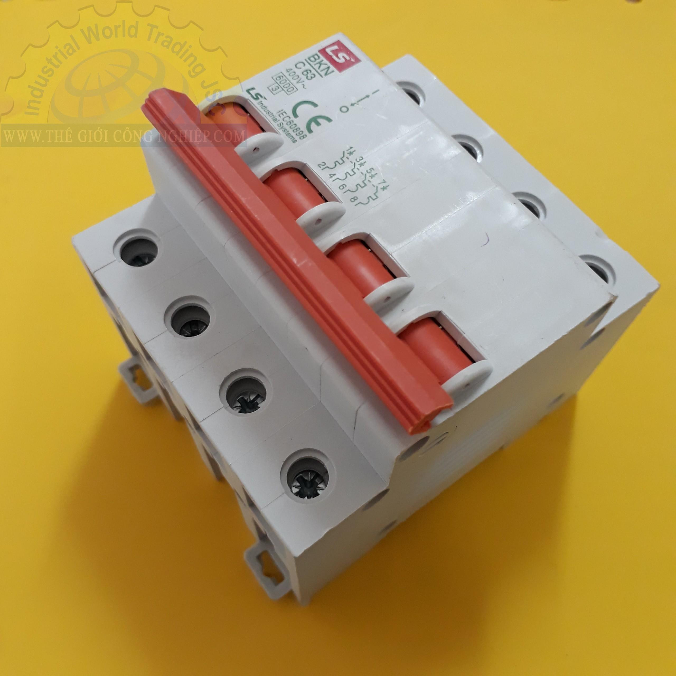 MCB ( gắn trên ray ) loại 4 cực cB tép 4 pha BKN 4P-63A LS