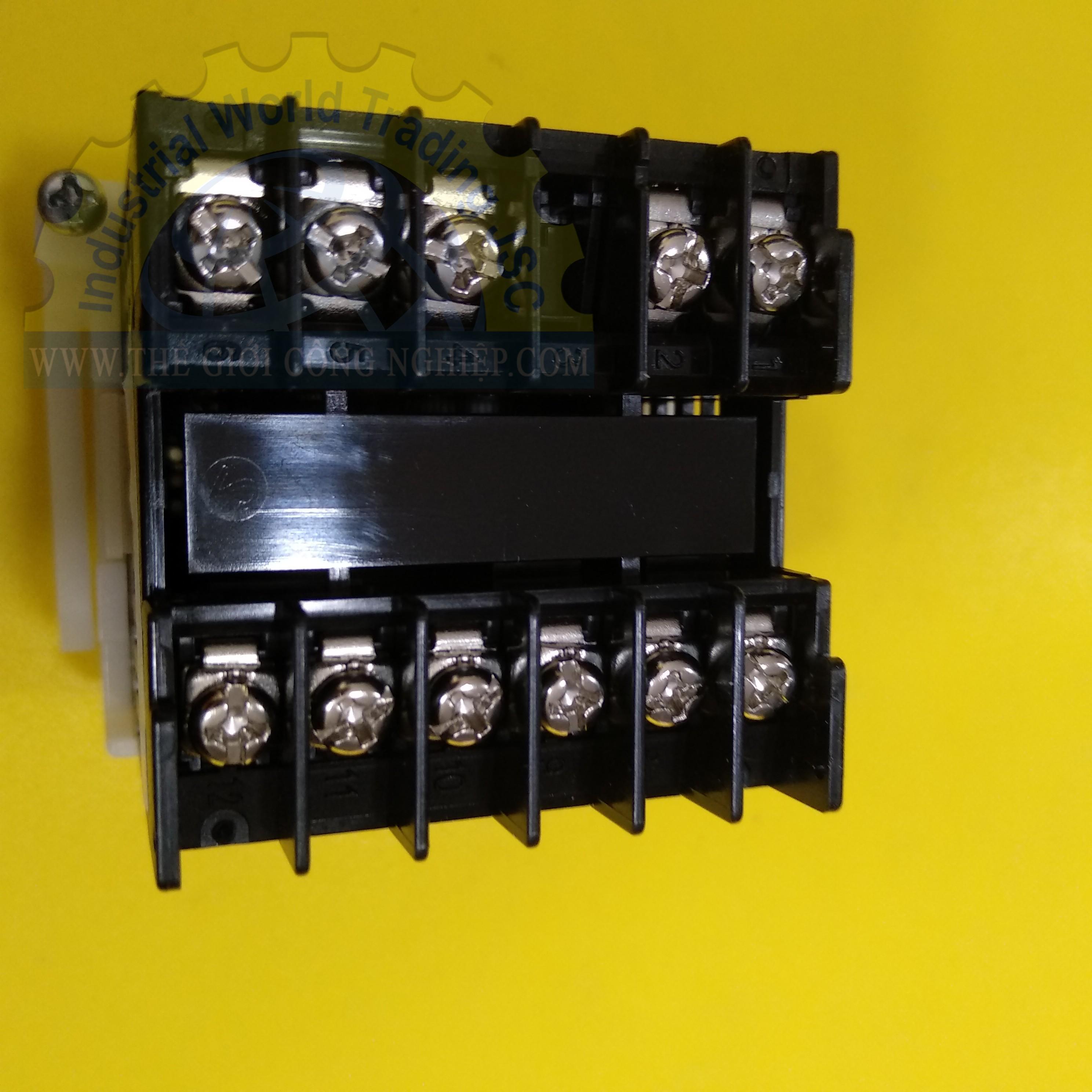 Đồng hồ điều khiển nhiệt độ 48 x 48mm  E5CC-QX2ASM-800 Omron