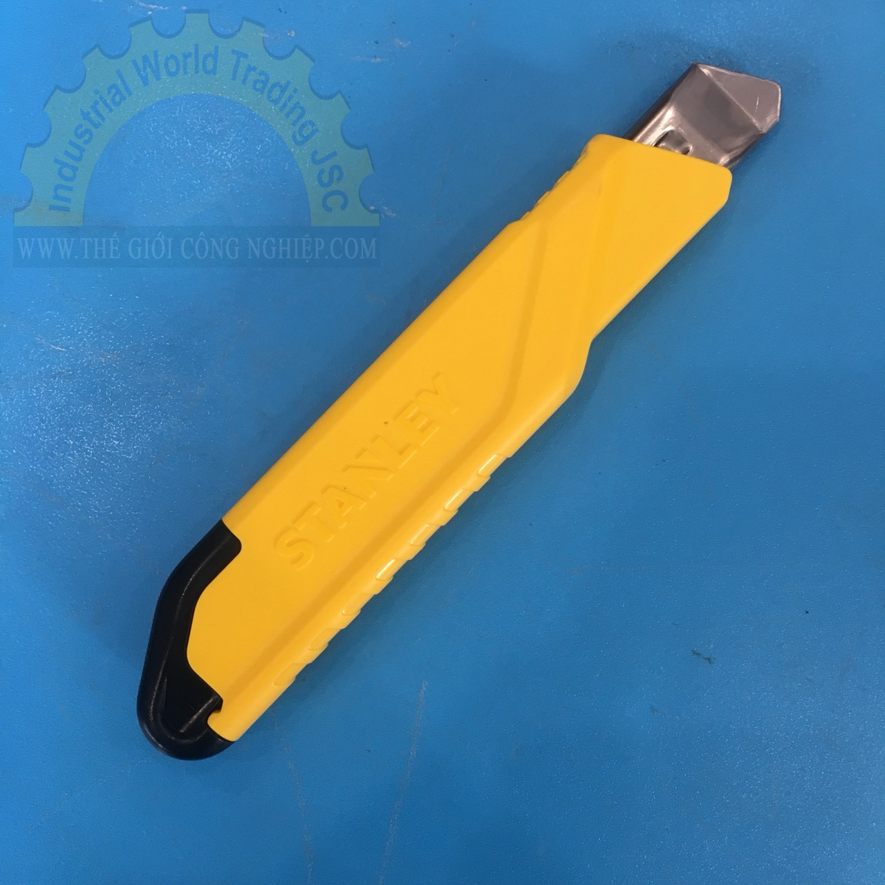 Dao cắt 18mm Stanley  STHT10265-8 STANLEY