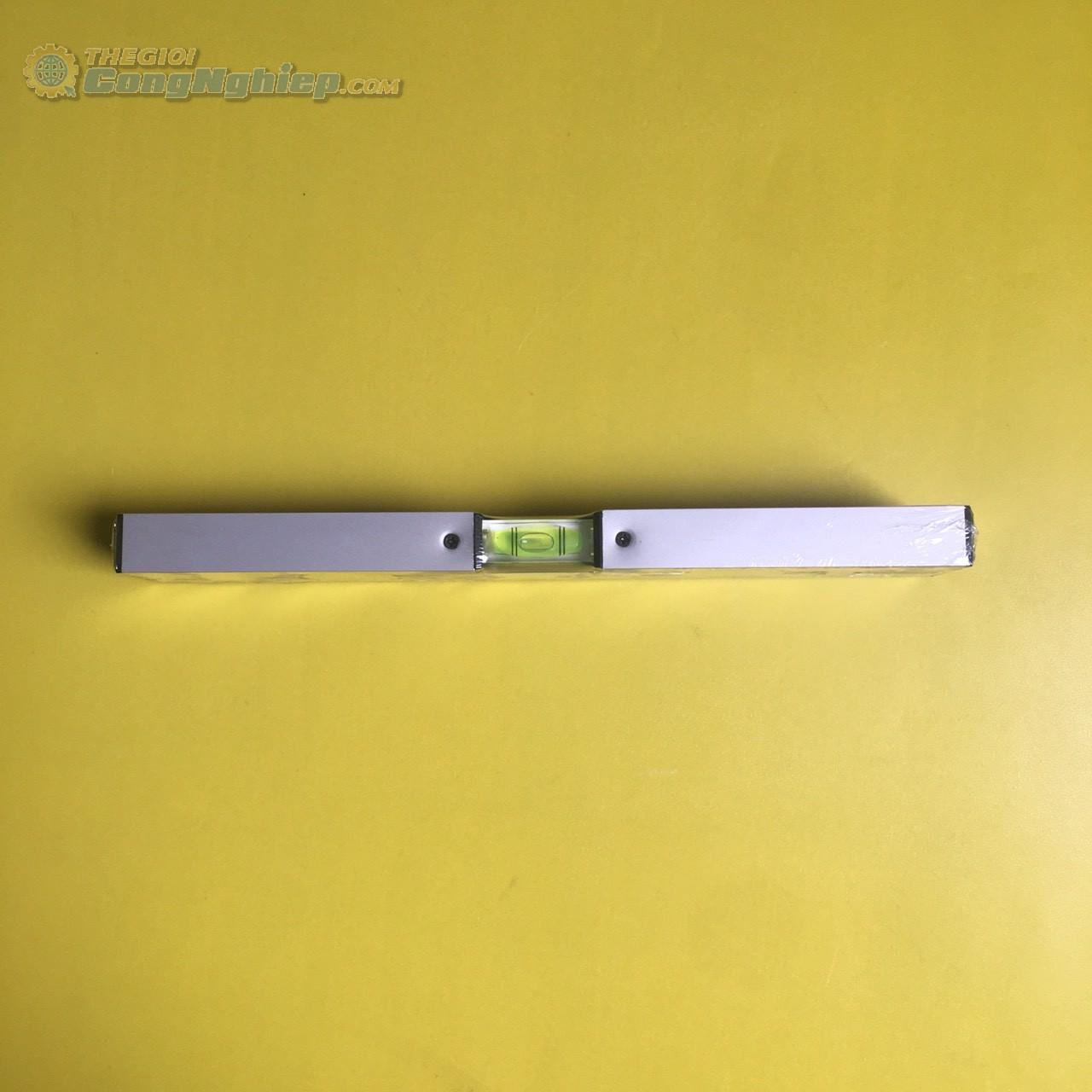 Thước thủy có chiều dài thước: 30cm/ 12inch, độ chênh lệch của thước: 0.057°, 10mm/m  3T INOWAS