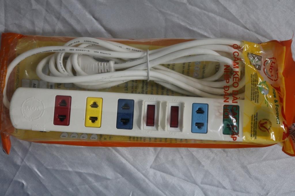Ổ cắm điện 6S dây 3mx2 trắng  6S3W LIOA